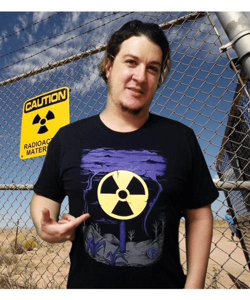 Camiseta Radioatividade (BRILHA NO ESCURO!)